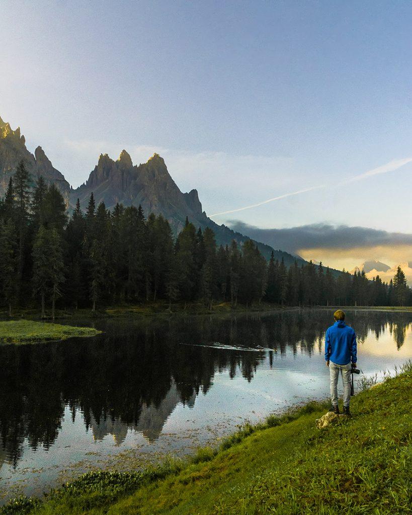 L'alba dal lago d'Antorno