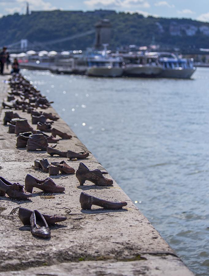 Scarpe sulle rive del Danubio budapest