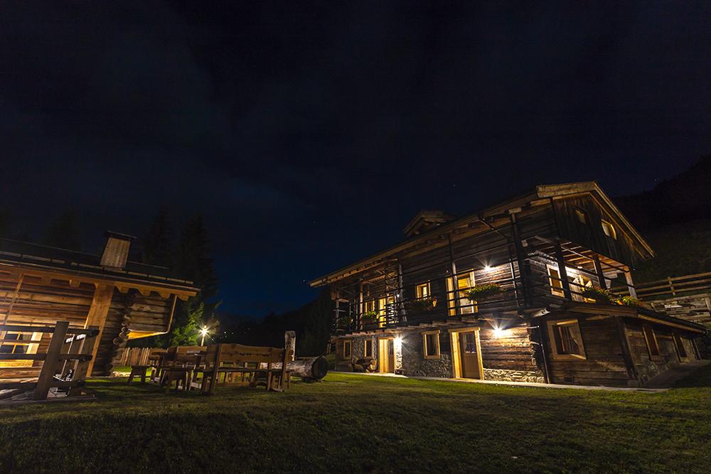 Borgo Eibn notturna sauris friuli venezia giulia