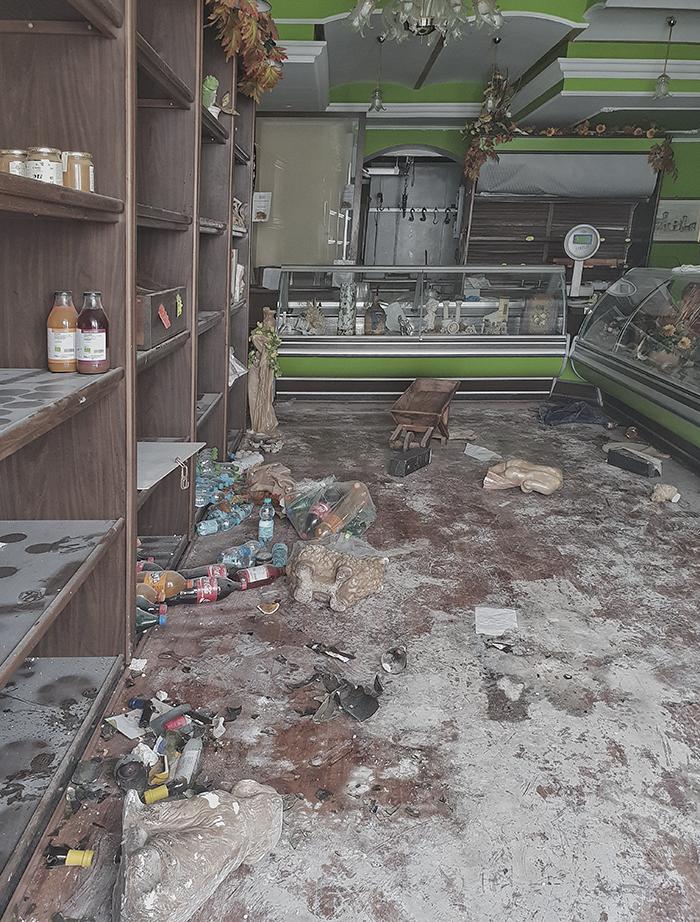 Norcia - negozio abbandonato
