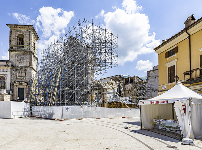 Basilica di San Benedetto da Norcia e gazzebo per la raccolta fondi