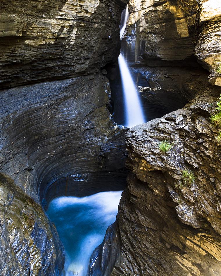 Le cascate thermali, 35 metri di caduta nel vuoto con l'acqua appena sgorgata dalla sorgente