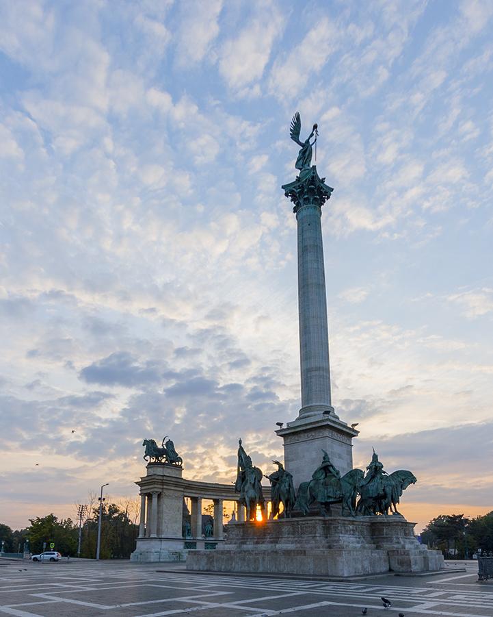 Piazza degli Eroi - alba budapest