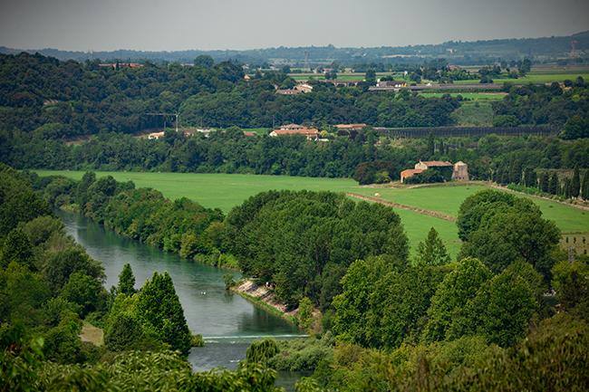 la vista dal castello scaligero verso il fiume mincio