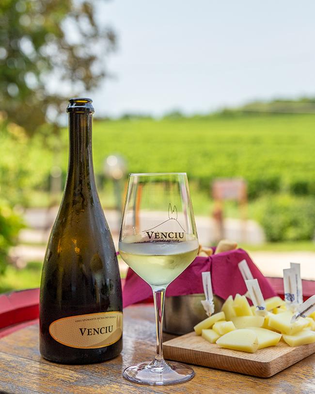 cantina venciu vino spumante con aperitivo