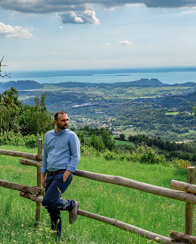 vista del lago di garda dalll'azienda pavoni con federicograziati e federico graziati