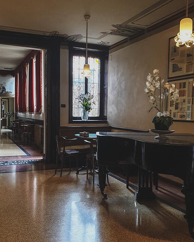 Il caffè fantoni è un locale storico da visitare in provincia di verona