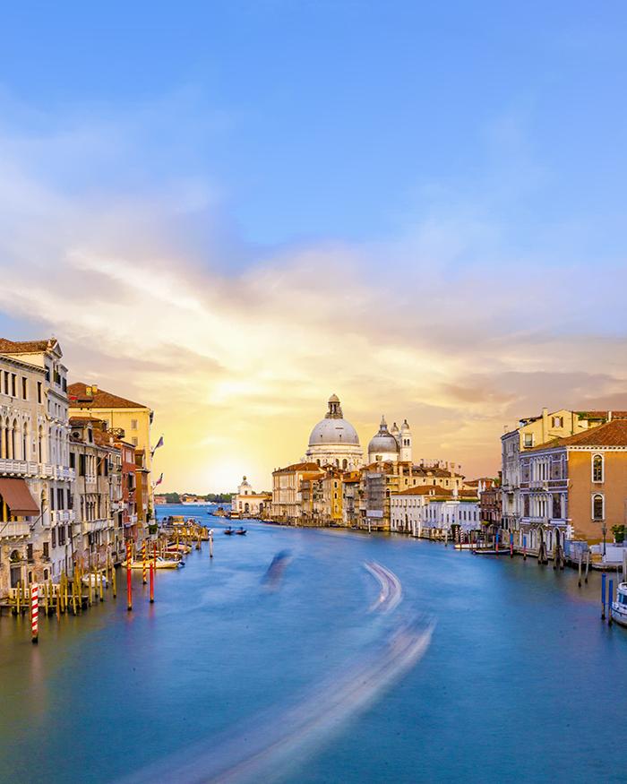 L'alba dal ponte dell'accademia a Venezia